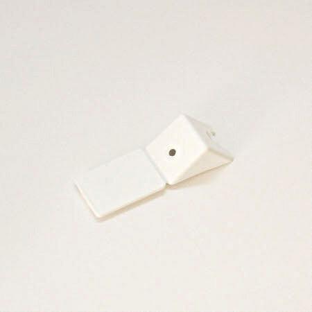 Уголок мебельный с шурупом белый (4) 801743 фото